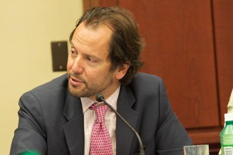 Intervista a Luigi Zingales: la crisi dell'Ue era premeditata   Tagli